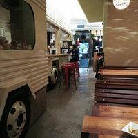 Foto tomada en El Jefe Traveling Food por Ros el 1/27/2016