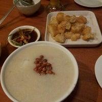 Das Foto wurde bei 老大 Laota Restaurant von Reny Anastasia am 9/26/2012 aufgenommen