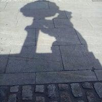 Foto tirada no(a) Estatua del Oso y el Madroño por Clint H. em 6/30/2013