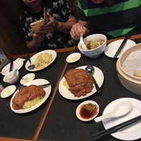 Photo taken at Din Tai Fung 鼎泰豐 by Cherry S. on 6/27/2017