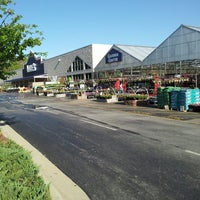 Photo taken at Lowe's Home Improvement by Alex E. on 4/25/2013