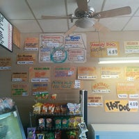 Photo taken at Hungry Hank's Deli by Elwyn L. on 8/19/2014