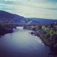 Foto tirada no(a) A Ponte do Milenio por Gon C. em 10/17/2012