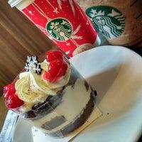 Photo taken at Starbucks by 王明月 . on 12/24/2016