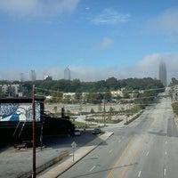 Das Foto wurde bei Atlanta BeltLine Corridor over North Ave von Ashley G. am 10/3/2012 aufgenommen