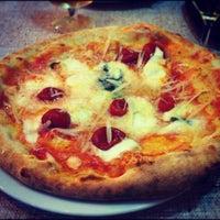 Foto tomada en Napoletani D.O.C. Restaurant & Pizzeria por Dafne B. el 10/14/2012
