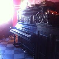 Снимок сделан в Кофе на кухне пользователем Iullia P. 5/3/2013
