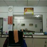 Photo taken at ร้านตัดผมชายเกศมณี by Yanawarutm B. on 4/10/2017