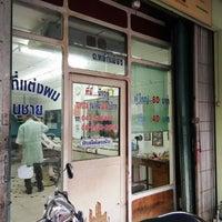 Photo taken at ร้านตัดผมชายเกศมณี by Yanawarutm B. on 5/28/2018