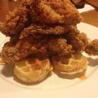 Foto tomada en Annie O's Southern Eats por Janet C. el 10/17/2012