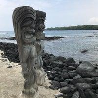 Photo taken at Hōnaunau Bay Puʻuhonua Pt. by Jiajian Y. on 3/19/2018