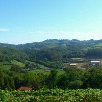 Foto tirada no(a) Vale dos Vinhedos por Lisandro D. em 11/2/2012