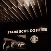 Foto tirada no(a) Starbucks por Lucas M. em 10/7/2013