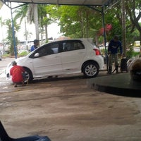 Photo taken at Jaya Car Wash by Nella Eka S. on 2/25/2013