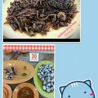 Photo taken at Restoran Ahwa 新青山亚华福建面 by Yuki Y. on 6/30/2013