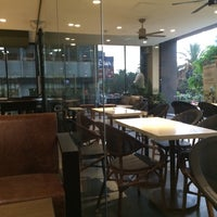 Photo taken at Starbucks by 沈 Luis S. on 4/22/2015