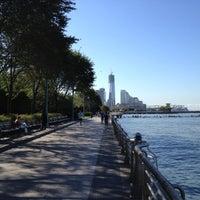 Foto tirada no(a) Hudson River Running Path por Katie W. em 9/21/2012