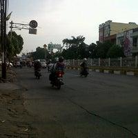 Photo taken at Jalan Mampang Prapatan Raya by rudi d. on 3/2/2013