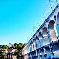 Foto tirada no(a) Arcos da Lapa por Rodrigo M. em 4/21/2013