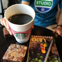 Photo prise au Starbucks par Tuktu P. le4/19/2018