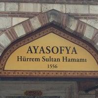 Foto tomada en Ayasofya Hürrem Sultan Hamamı por YAWUZ el 3/13/2013