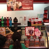 Photo taken at Cold Stone Creamery by Walter L. on 12/29/2012