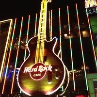 Photo taken at Hard Rock Cafe Las Vegas by Luiz Gui. R. on 12/6/2012