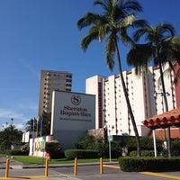 Foto tomada en Sheraton Buganvilias Resort & Convention Center por Paul S. el 10/2/2013