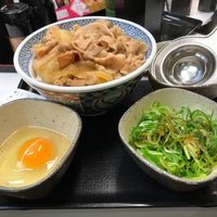 Photo taken at Yoshinoya by 裕都 on 4/8/2017