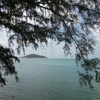 Photo taken at Nikki Beach Resort and Beach Club Koh Samui by Omer O. on 1/28/2013