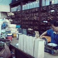 Photo taken at เจ้ากรมเป๋อ ร้านขายยาแผนโบราณ by neung mixer C. on 7/26/2013