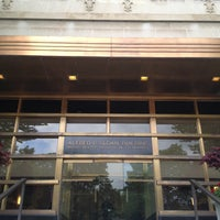 Foto diambil di MIT Sloan School of Management, Building E-62 oleh KwangPyo(K.P) Eun: K. pada 5/14/2013
