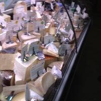 4/21/2013 tarihinde Dario M.ziyaretçi tarafından Antonelli's Cheese Shop'de çekilen fotoğraf