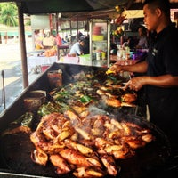 Photo taken at Medan Ikan Bakar Bellamy by Wyda on 11/23/2012