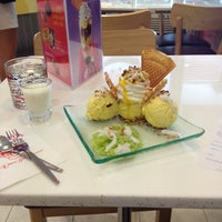 Photo taken at Swensen's by Kukook V. on 3/5/2013