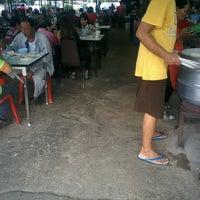Photo taken at ข้าวต้มทอง บ้านโป่ง by s.pichayut . on 8/14/2016