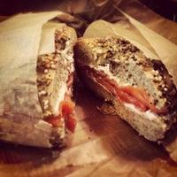 5/18/2013 tarihinde Eugene T.ziyaretçi tarafından Brooklyn Bagel & Coffee Co.'de çekilen fotoğraf