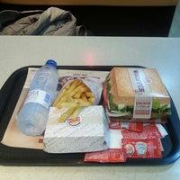 Foto tomada en Burger King (Caudalia) por Andrea B. el 12/26/2014