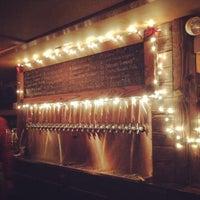 Photo prise au Arts and Crafts Beer Parlor par Yanick R. le12/23/2014