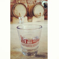 Foto tomada en Old 4th Distillery por Deven R. el 4/10/2015