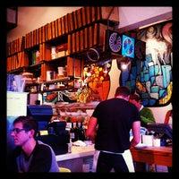 Foto tirada no(a) Pizzeria Delfina por Ron G. em 12/3/2012