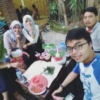 Photo taken at Ayam Panggang Banjarejo by Ayumala P. on 6/26/2016