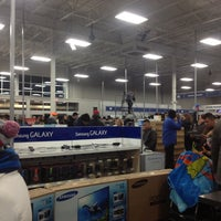 Photo taken at Best Buy by Lucy S. on 11/23/2012