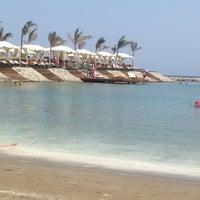 รูปภาพถ่ายที่ La Plage Port Cratos โดย Murvet Y. เมื่อ 7/20/2014