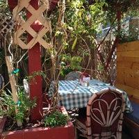 รูปภาพถ่ายที่ Fig Tree Cafe โดย Navjeet S. เมื่อ 10/13/2012