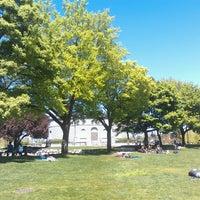Foto scattata a Cal Anderson Park da Katy H. il 5/4/2013