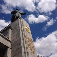 5/23/2013 tarihinde Natalia T.ziyaretçi tarafından Sowjetisches Ehrenmal Tiergarten'de çekilen fotoğraf