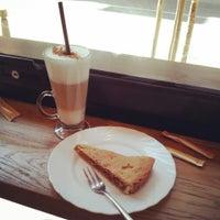 3/23/2013 tarihinde Tsvetan O.ziyaretçi tarafından Café Ma Baker'de çekilen fotoğraf