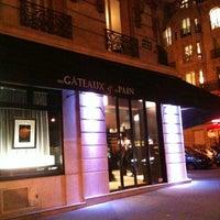 Photo taken at Des Gâteaux et du Pain by Taco on 1/25/2013