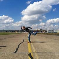 Foto tomada en Tempelhofer Feld por Mark J. el 9/10/2015